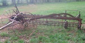 This is a 1948 IHC McCormick Deering Side Delivery Rake and Tedder.Purchased 4/29/2007 for the amount of $100.00.