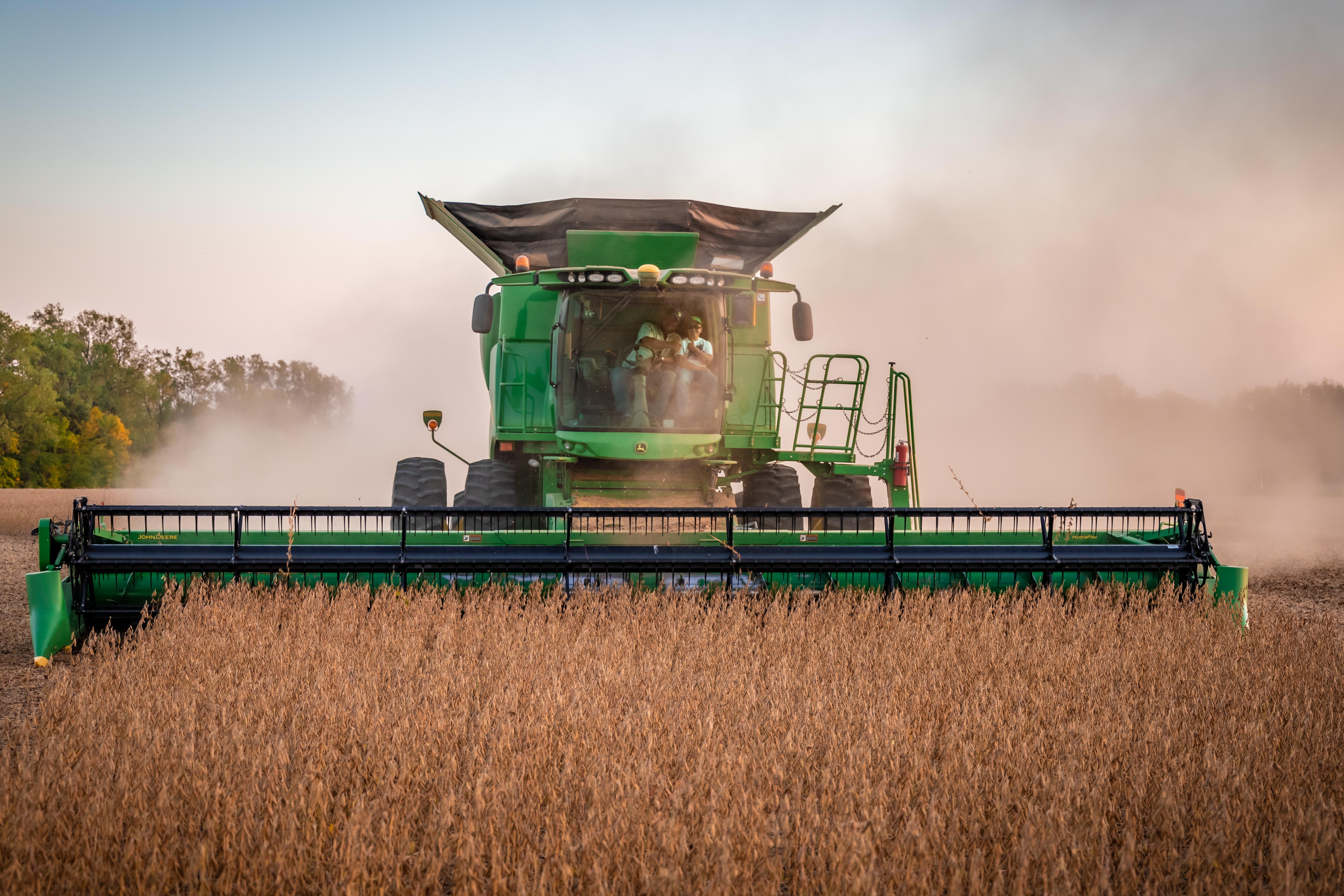 John Deere S670 Combine Soybean Harvest